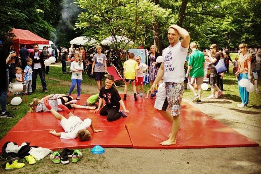 Sztuki walki to sport dla dzieci. Czyli dlaczego warto zapisać malucha na zajęcia BJJ